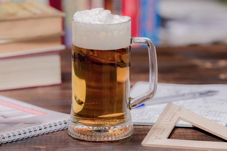 Drink-Glass-The-Thirst-Drinks-Amber-Beer-Mug-4544238.jpg