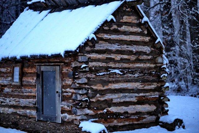 log cabin on the battlefeild 2.JPG