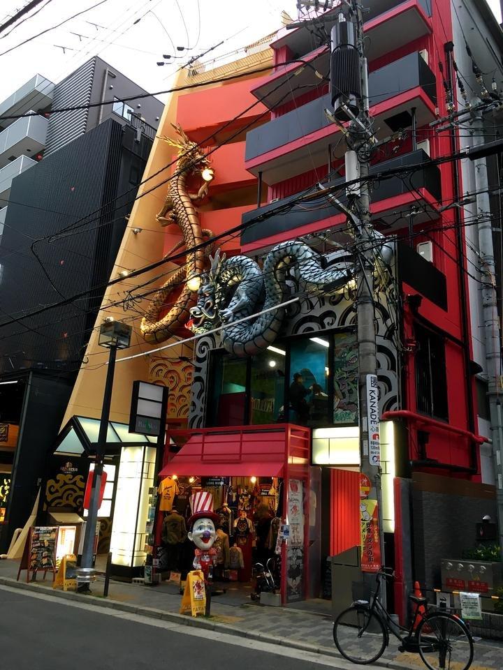 2019-04-24 Osaka (20) dragons et clown I.jpg