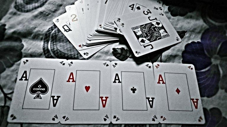 playpoker_img1_v3.jpg