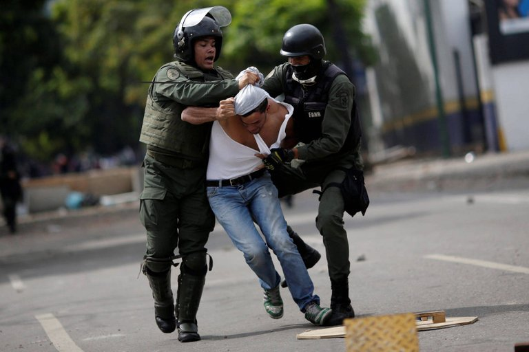 huelga-venezuela-violencia-policia-270717-1.jpg