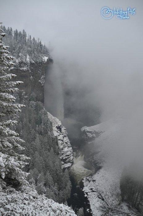 wells_gray_provincial_park_-_Helmcken_Falls.jpg