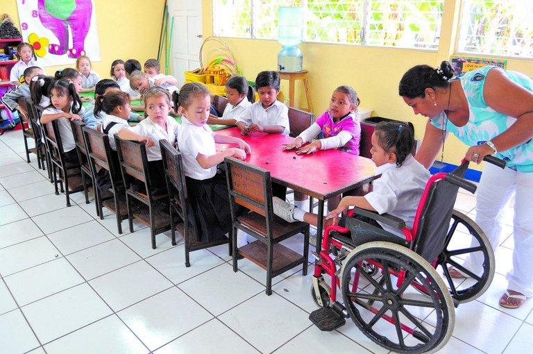 niños-con-discapacidad-y-en-la-escuela.jpeg