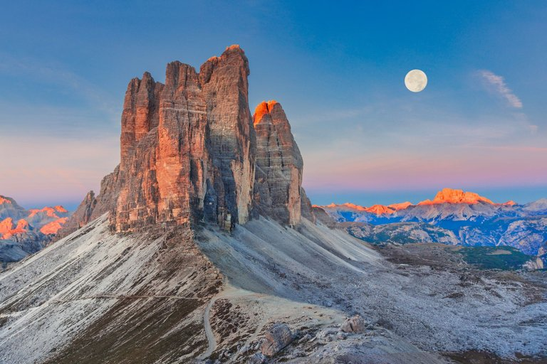 Full Moon Morning on Tre Cime di Lavaredo_resize.jpg