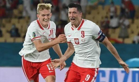 Robert-Lewandowski-has-been-linked-to-Chelsea-1452102.webp
