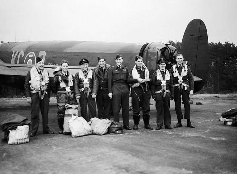 800px-Royal_Air_Force_Bomber_Command,_1942-1945._CH17864.jpg