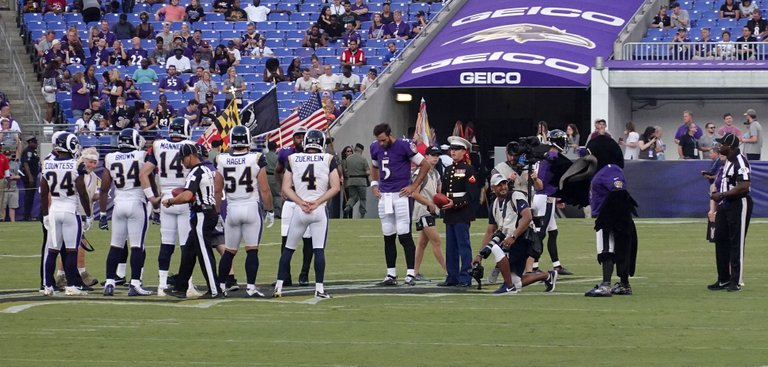Baltimore_Ravens,_Los_Angeles_Rams_(29019195047).jpg