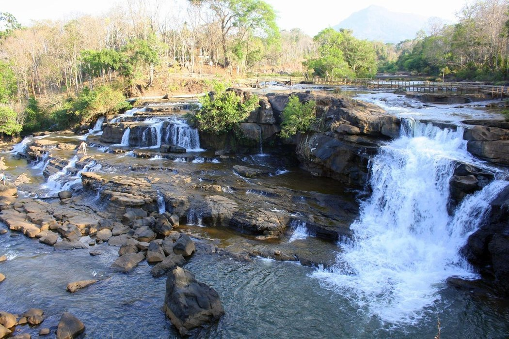 Tad lo village is famous for its three spectacular waterfalls: Tad Suong, Tad Hang and Tad Lo. We've seen them all, but Tad Lo is the one that I will never forget.