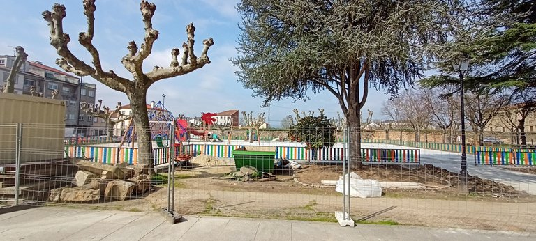 The kids playground in front, which already had almost 4 times more space, has been expanded to 1650 square meters