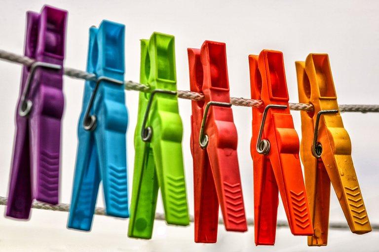 clothespins3687611_1280.jpg