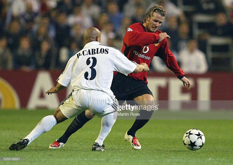 David Beckham facing Roberto Carlos Champions 2003 https://www.gettyimages.es/detail/fotograf%C3%ADa-de-noticias/champions-league-02-03-viertelfinale-madrid-fotograf%C3%ADa-de-noticias/52910691?adppopup=true