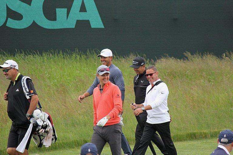800px-2018_US_Open_golfers_08.jpg