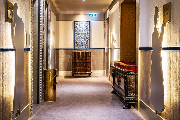 Hallways at Papadopoli has a bit of a heritage feel. Beautiful antiques are displayed everywhere.