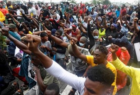 2020-10-14T145238Z_1735680410_RC2EIJ9UC820_RTRMADP_3_NIGERIA-PROTESTS-POLICE.jpg