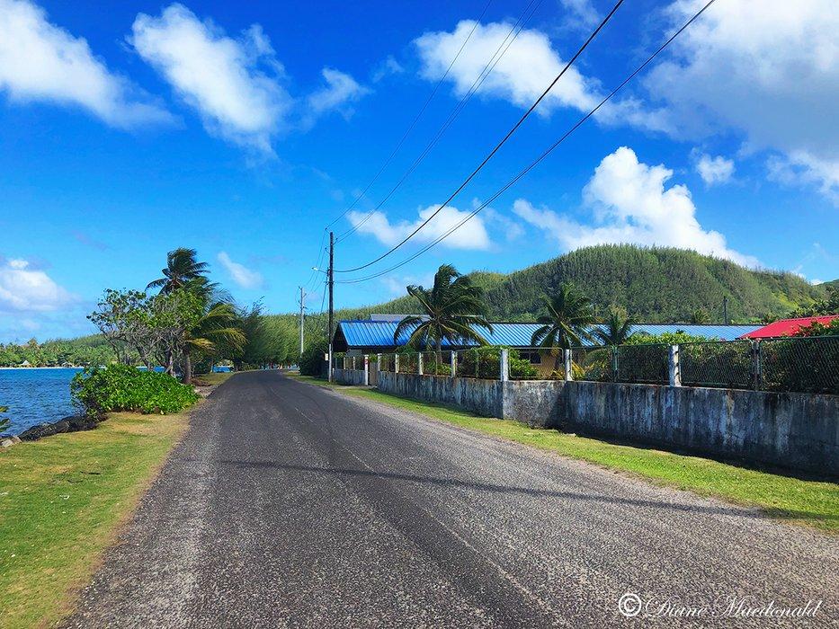 road in Parea parea huahine.jpg