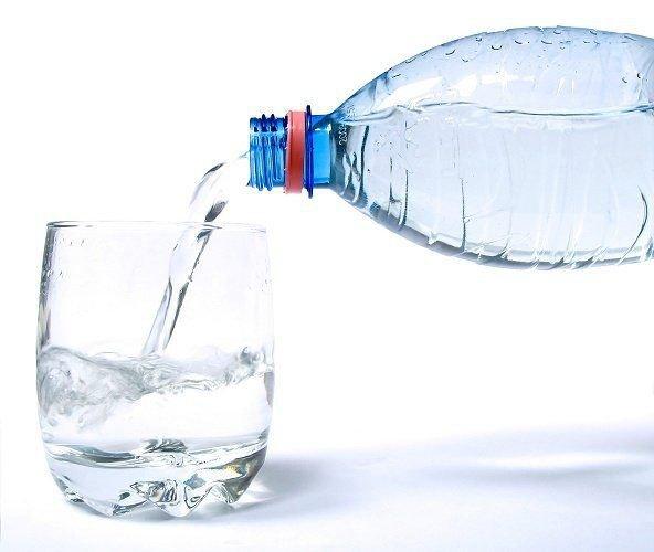 ¿Cómo elegir el agua embotellada más adecuada_ _ Comer.jpeg