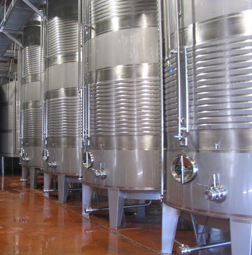 Imagen-3.-Tipos-de-depósitos-para-la-fermentación-del-vino.jpg