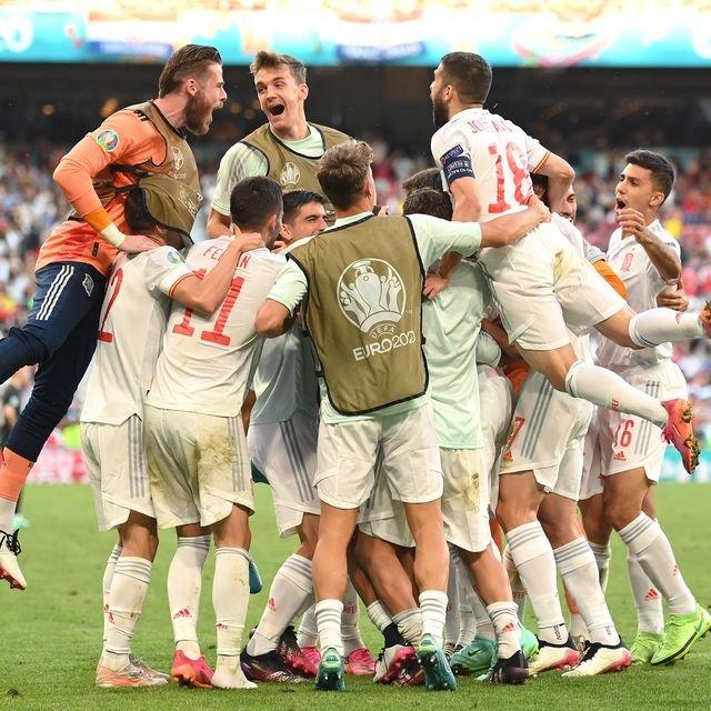 alvaro-morata-of-spain-celebrates-with-team-mates-after-news-photo-1624905142.jpg
