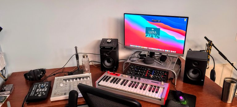 My new M1 Mac Mini at the heart of my mini studio. Checking out the new Luna DAW by Universal Audio.