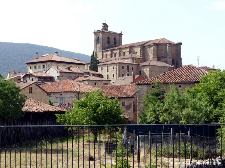 General view with the gothic church overhanging