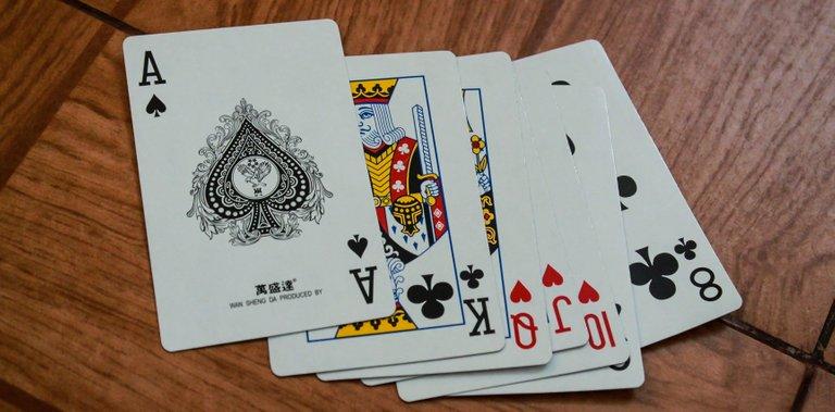 playhighcard_img1_v3.jpg