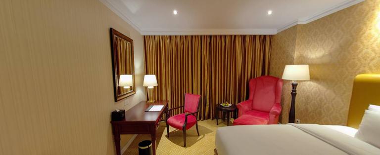 Deluxe Room Corner.png