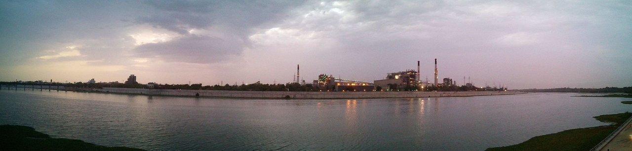 1920pxPanoramic_view_of_Sabarmati_Riverfront_June_2015,_Ahmedabad.jpg
