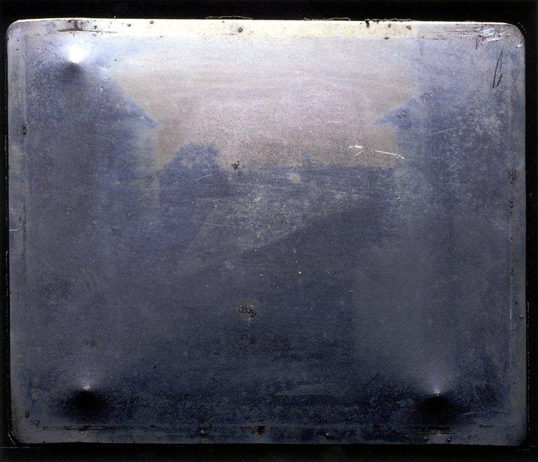Point_de_vue_du_Gras_by_Niépce,_1826.jpg