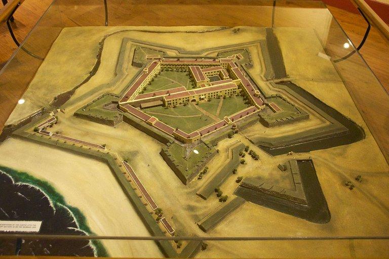 castle_of_good_hope_model_of_the_castle_in_1710_90.jpg