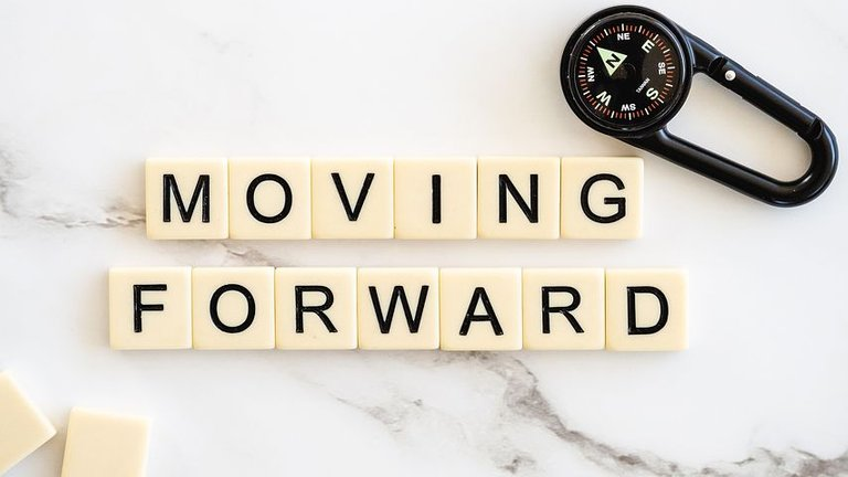 movingforward4777506__480.jpg