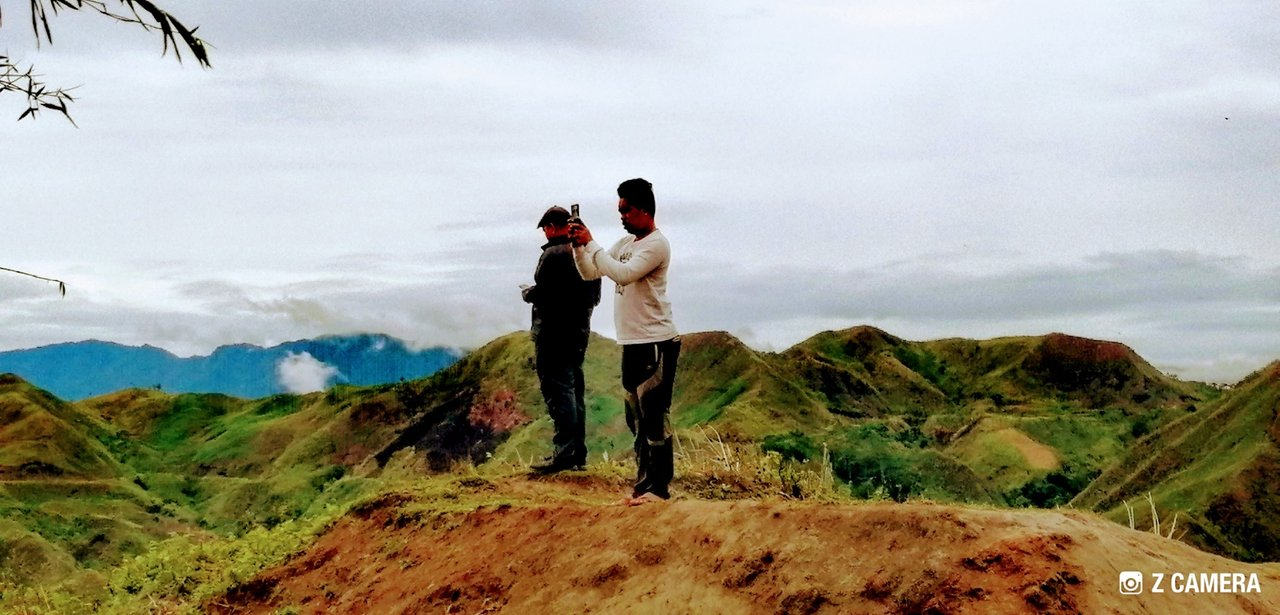 Amazing valley and mountains! They were the stranger who came along my way who shared their kindness. The journalist name John Paul Seniel, working in GMA 7, a tv station base in Mindanao.