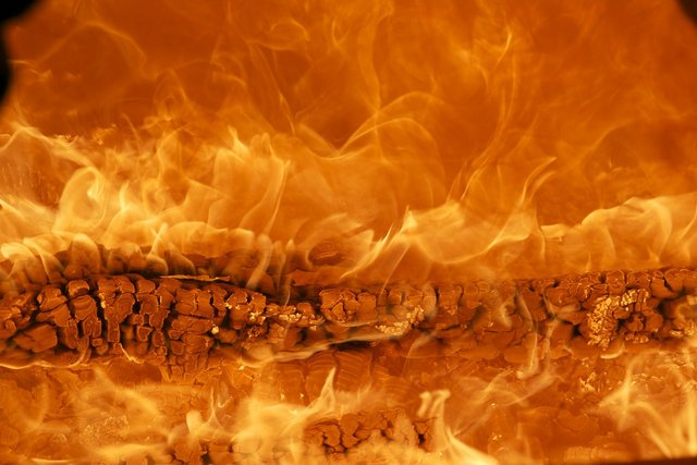 fire-171229_1280.jpg