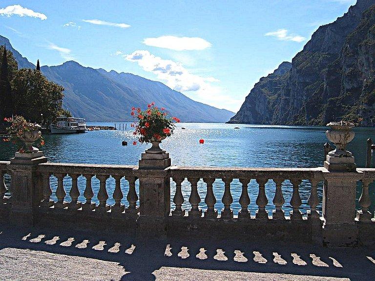 800px-Riva_del_Garda.jpg
