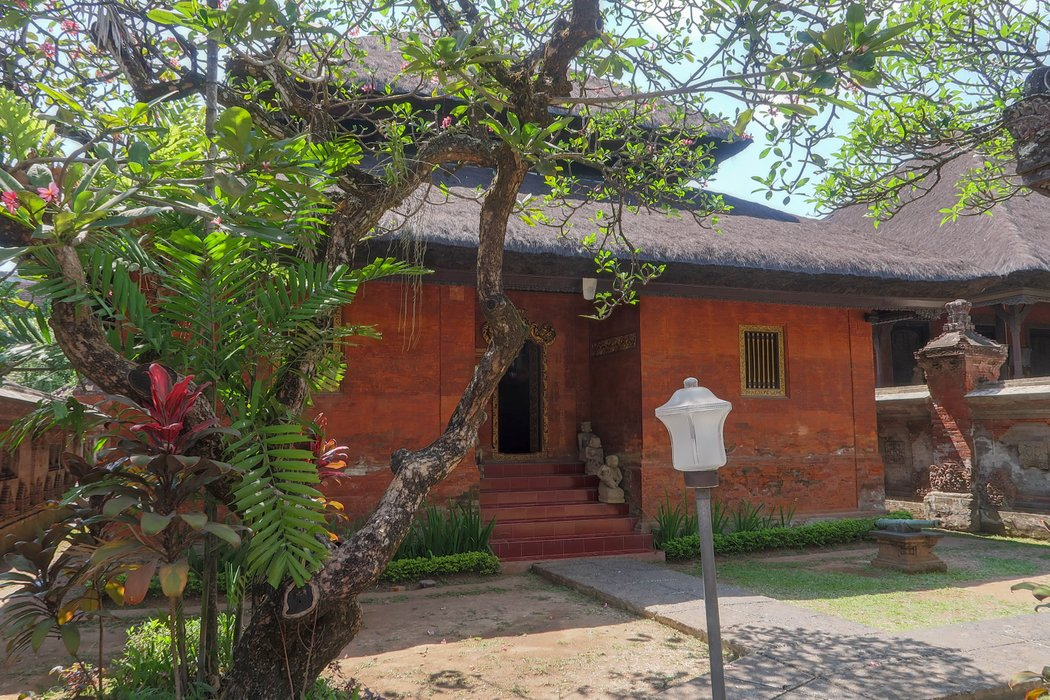 Gedung Tabanan: the place for ancient weapons.