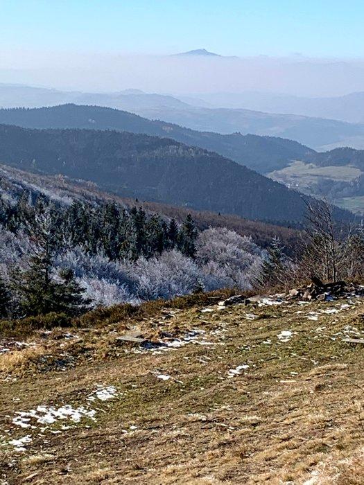 Widok z Polany Stumorgowej pod Mogielicą (w dalekim planie Babia Góra)