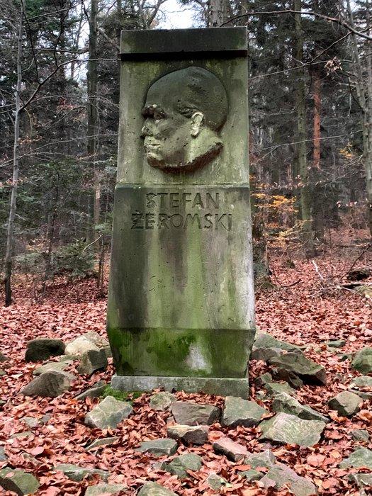 Pomnik Stefana Żeromskiego w Św. Katarzynie