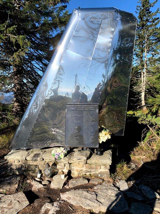 Pomnik upamiętniający katastrofę lotniczą z 1969r. na Policy