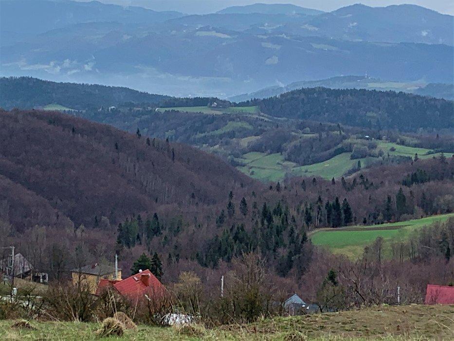 Modyń - widok z szlaku z wsi Młyńczyska