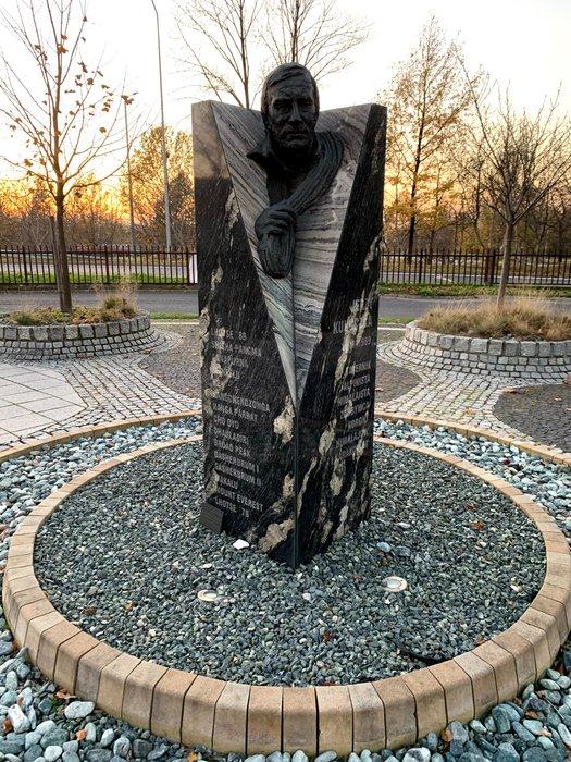 Pomnik Jerzego Kukuczki, teren katowickiej AWF