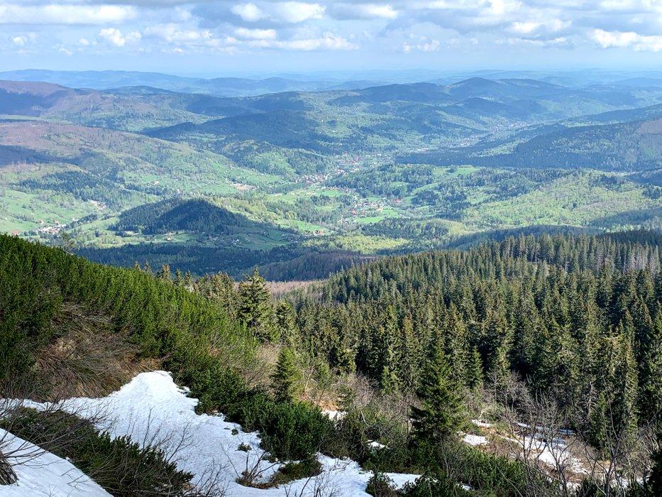 Widok z przełęczy Brona. W dole Zawoja