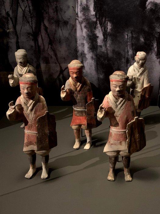 Small terracotta army / el ejército pequeño