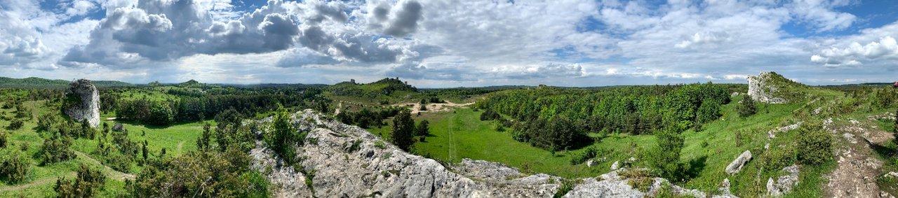 Panorama z grupy skał pod Lipówkami