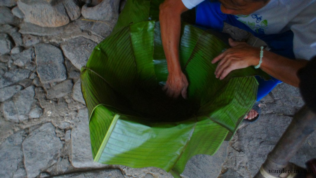 Banana leaves as strainer