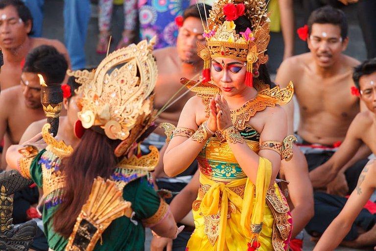 bali-uluwatu-dance-sideshow-bali-dance.jpg