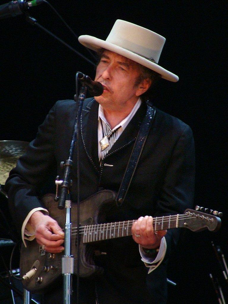 800px-Bob_Dylan_-_Azkena_Rock_Festival_2010_2.jpg