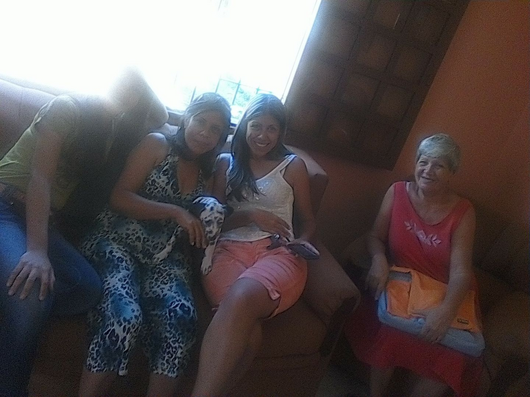 Mi abuela, mi tia, mi mama y mi hermana