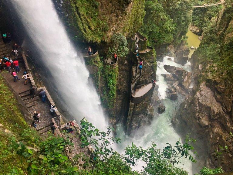 Baños-de-Agua-Santa-Ecuador-Pailon-del-Diablo.jpg