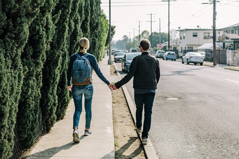 couple1210023_1280.jpg