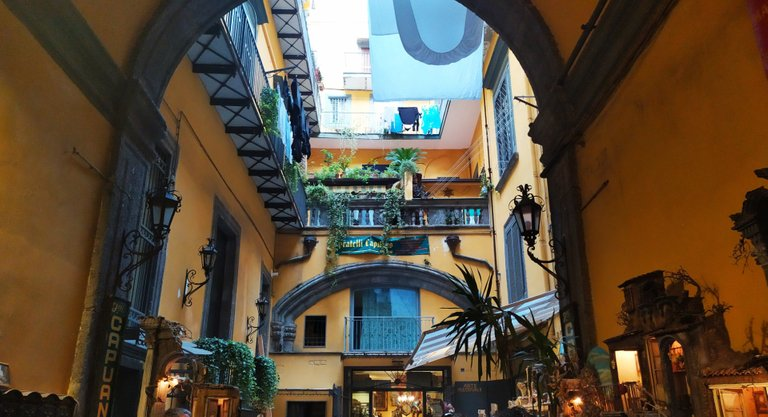 Spaccanopoli: the historic center of Naples