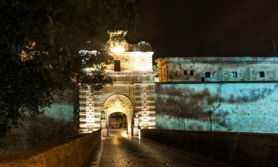 Inna-Kay-Lifestyle-Blog-Travel-Malta-Mdina-The-Silent-City-at-night-photo-by-Alex-Turnbull.jpg